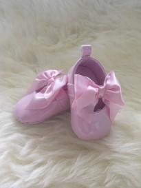 spanish style patent girls soft sole pram shoes in pink with bow